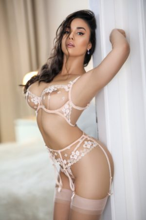 Central London escort Etta can be booked for overnight appointments